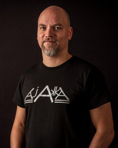 Niko Kivelä - keynotepuhuja, puhuja, juontaja, moderaattori tapahtumaan.